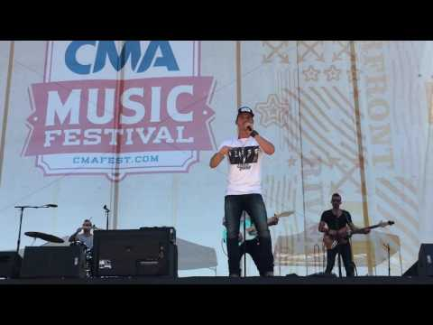 "Watch Granger Smith perform his new single ""It Happens Like That"" at CMA Fest"