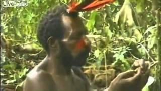 غريب : قبيلة بدائية تقابل رجل لأول مره