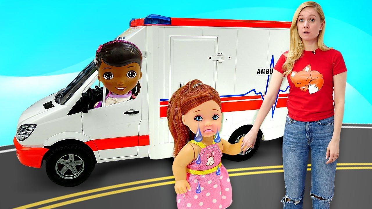Лепи Играй: Штеффи разбила коленку! Развивающие видео для детей про машинки и Плей До