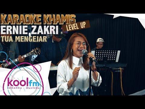 ERNIE ZAKRI - Tua Mengejar - Fauziah Latiff Cover   Karaoke Khamis Level Up!