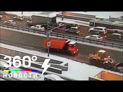 Автобус протаранил КамАЗ в Москве
