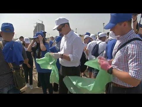 شاهد: جزائريون يتطوعون 67 دقيقة لتنظيف شاطئ إحياء لذكرى مانديلا…  - نشر قبل 2 ساعة