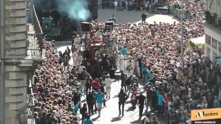 Le Xolo de Royal de Luxe marche dans les rues de Nantes