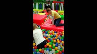 Смотреть видео В детском центре joki joya на Теплом стане в Москве (24.03.19) онлайн