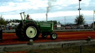 SCREAMING JIMMY! Oliver 1900 in Tractor Pull!