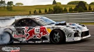 Gambar cover Mad Mike Red Bull RX7 - Cody's D1NZ Round 3 - Taupo Motorsport Park 2011