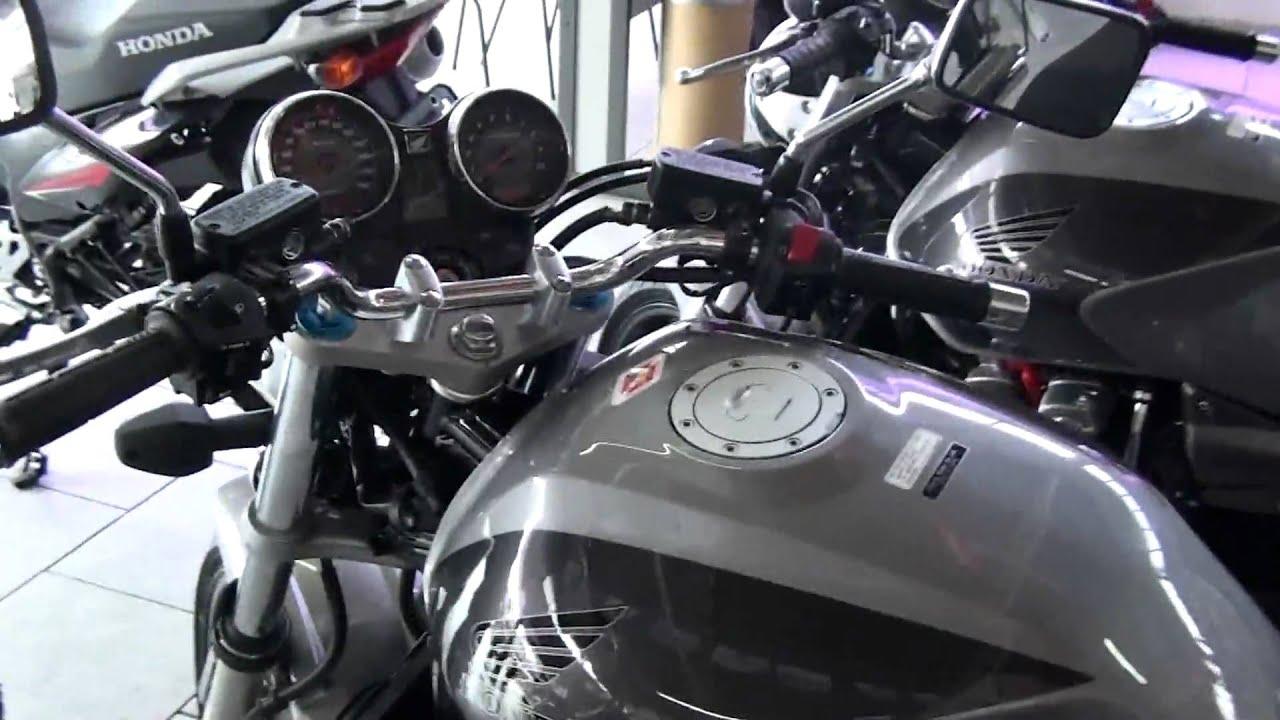 Ctx1300 – это дорожный мотоцикл с очень просторным сиденьем, сочетающий в себе черты туристического круизера и универсального бэггера.
