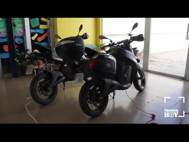 VÍDEO: Albert Bosch y Manu Bustelo están realizando la vuelta a Andalucía en moto eléctrica. Hoy recalaban en Lucena