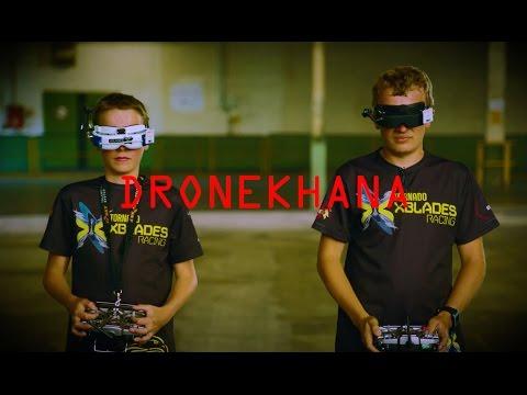 Erleben Sie die weltbesten Drohnenpiloten auf einem Parcours mit dem Mustang, dem Focus RS - und einem Roboter