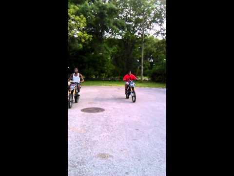 125cc Apollo Dirt Bike Drag Race