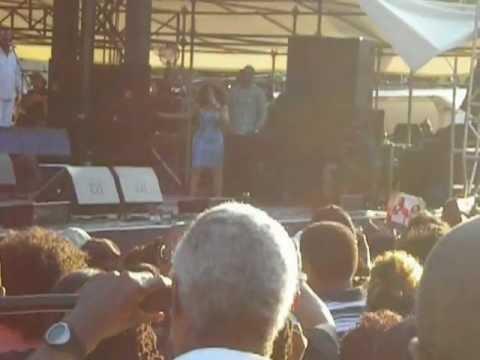Stephanie Mills sings