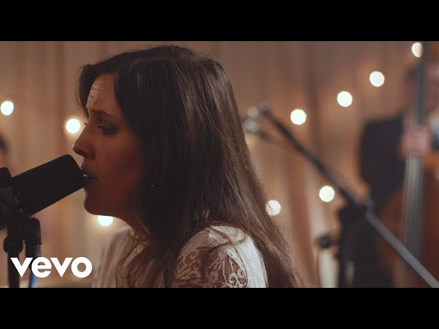 Shelly E. Johnson - Christmas Is Beautiful (Official Music Video)