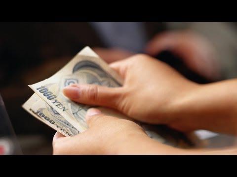 Yen Weakening as Bank of Japan Eases Lending, Yellen Endorses Taper