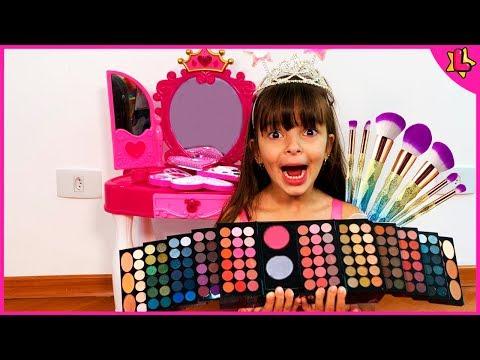Laurinha Pretend Play Dress Up and Make Up Toys