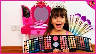 Laurinha Pretend Play Dress Up and Make Up Toys