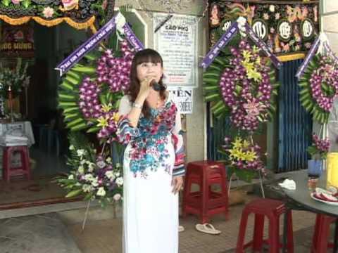 Nhac sy Hoang phuc dam tang me( tieng hat nghe sy Hong Phuong )