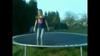 MOVK: 360 thuis op een schommel plus op trampoline (keanu en julie)