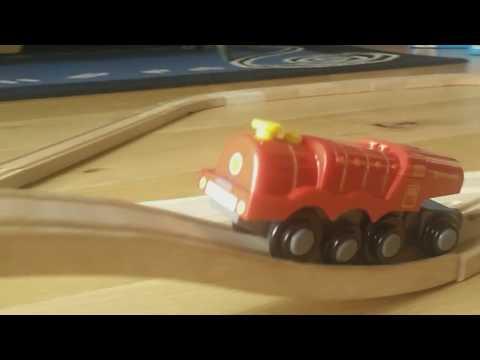 BigJigs Rail Battery Engine, Three Arch Bridge, Red Brick Tunnel Wooden Train Set