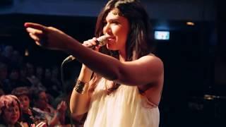ינית אסולין - מתארחת בטברנה יוונית במועדון הזמר של אילנה כץ