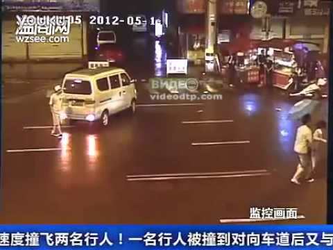 Car knocked pedestrian in China! NEW car accident