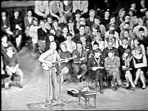 Pete Seeger - Way out there Live 1963 HD (Alta Calidad)