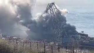 Североморск,горит корабль возле стенки!
