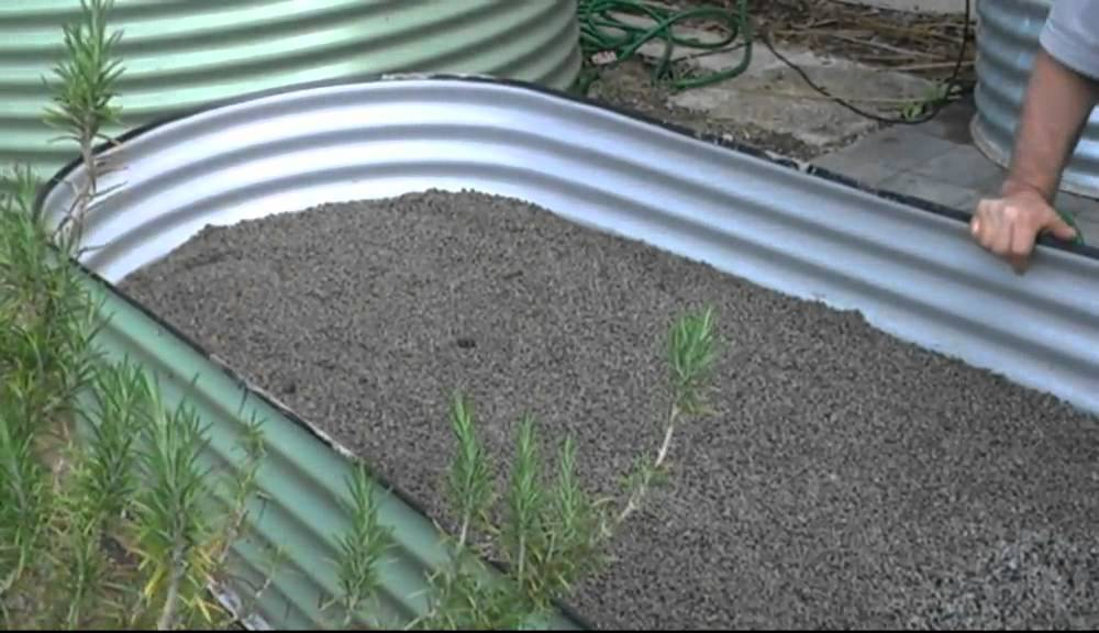 Above ground Wicking Raised Garden Bed Water Installations and