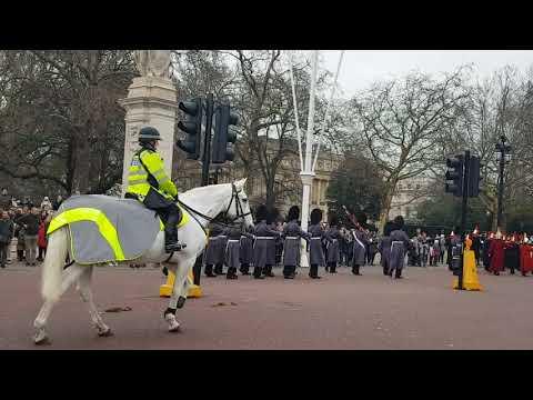 Buckingham Palace Guards حرس قصر باكنهام