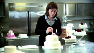 How to... Stack a contemporary wedding cake Thumbnail