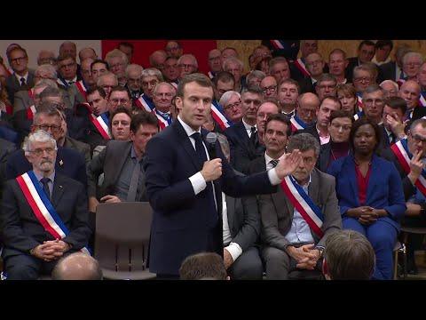 Grand débat: Emmanuel Macron change la forme de ses déplacements