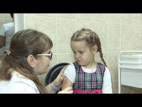 В детской больнице проводят вакцинацию детей от гриппа