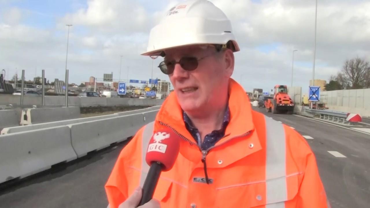 Verkeer op A28 richting Julianaplein rijdt over nieuw stukje weg