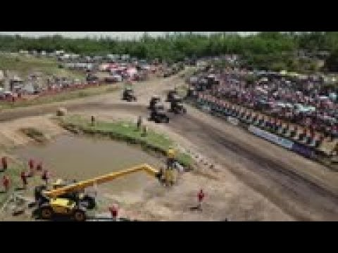 Russia's farmers in high speed tractor race