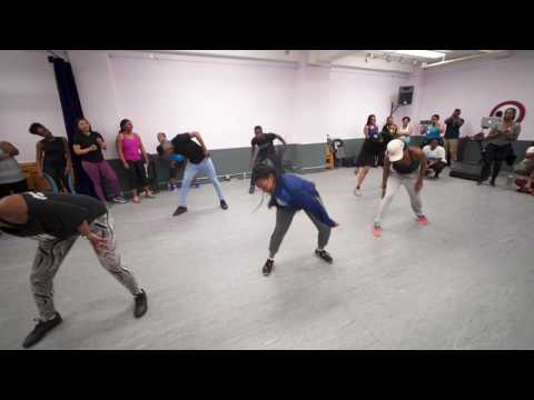 Afrobeats Dance Classes with iZZY ODiGiE | Beginners | #SocanSweat