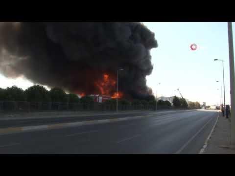 Tuzla Deri Sanayi Sitesi'nde Polyester Fabrikasında Yangın