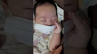 손가락 세개로 1초만에 신생아 재우기!