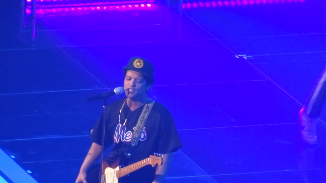 Bruno Mars - Marry You (live, Vienna, 03 06 2017)