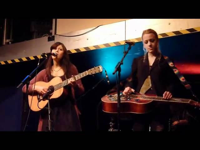 larkin-poe-shadows-of-ourselves-the-ferry-glasgow-2011-missohio1000