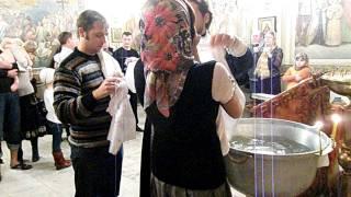 Крещение детей.(Крещение детей.видео с элементами слез и насилия. детям не смотреть:), 2012-01-06T19:30:34.000Z)