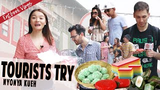 TOURISTS TRY TRADITIONAL NYONYA KUEH IN SINGAPORE! | Eatbook Vlogs | EP100