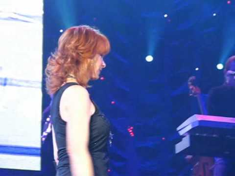 Reba McEntire & Kelly Clarkson - Does He Love You (Live), Baltimore, MD