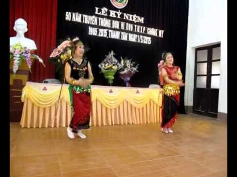Múa Người con gái Pa cô do Minh Nguyệt và Hồng Nhật phường Quang Trung TPTB trình diễn