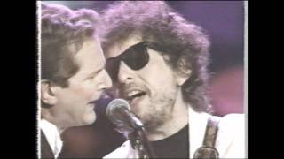 McGuinn, Hilman, Crosby and Dylan perform Mr. Tambourine Man.wmv