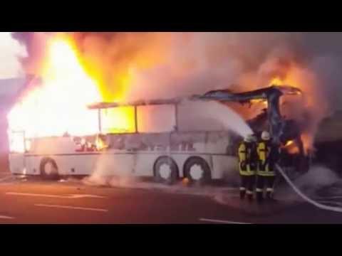 Bus brennt bei