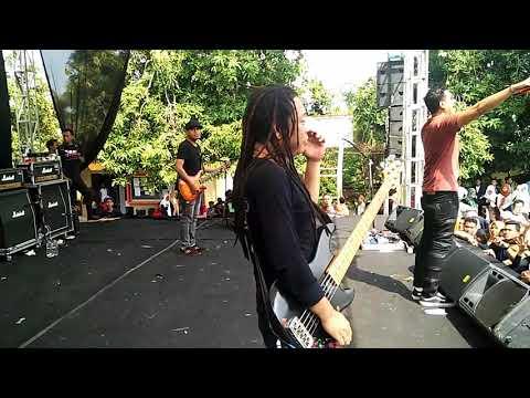Naff - Terendap Laraku ( Live In Smanema )