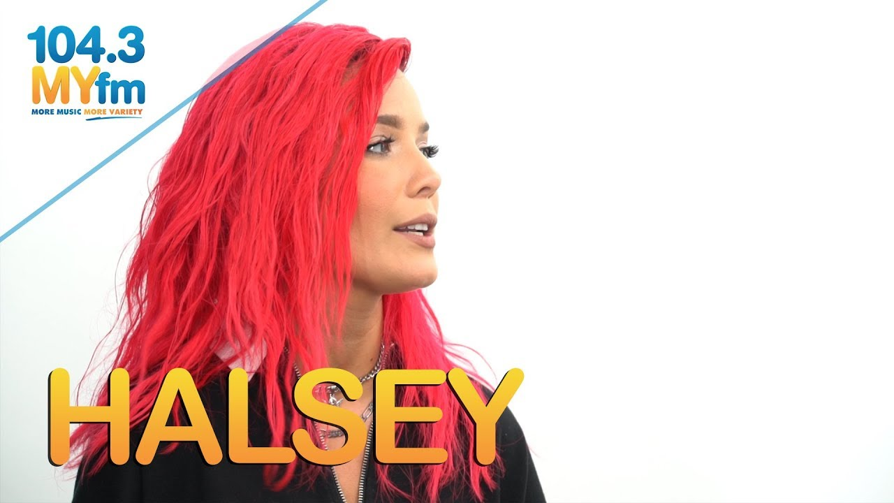Halsey dating a girl