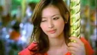 Genial comercial protagonizado por Emi Susuka y Julia Oki de Juemil...