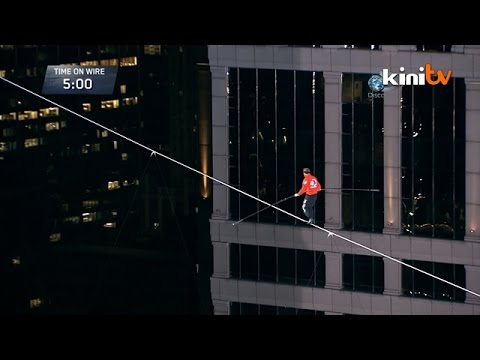 US Daredevil Completes Chicago Skyscraper Tightrope Walk YouTube - Nik wallendas epic blindfolded skyscraper tightrope walk