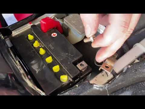How to replace your battery Suzuki GS500 e motorcycle battery disassembling and assembling DIY