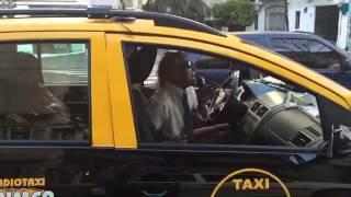 Таксист поет песню Kiss